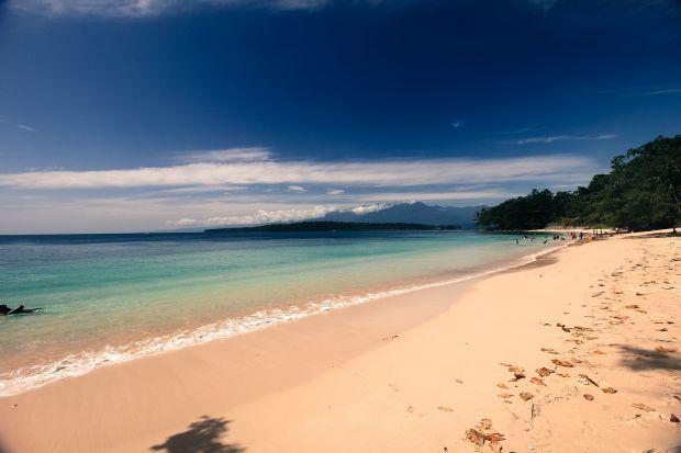 Pantai yenbebai pasir putih