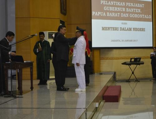Tjahjo Kumolo Melantik Drs. Eko Subowo.,MBA Sebagai Penjabat Gubernur Papua Barat